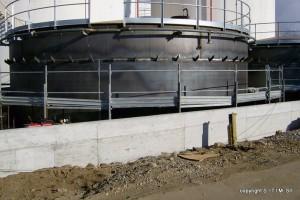 Realizzazione di un serbatoio in ferro per accumulo olii con anello per la linea antincendio e rispettivo corrimano